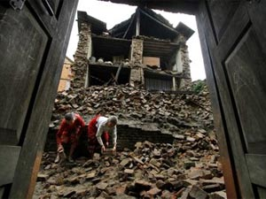 5 people killed in UP wall collapse