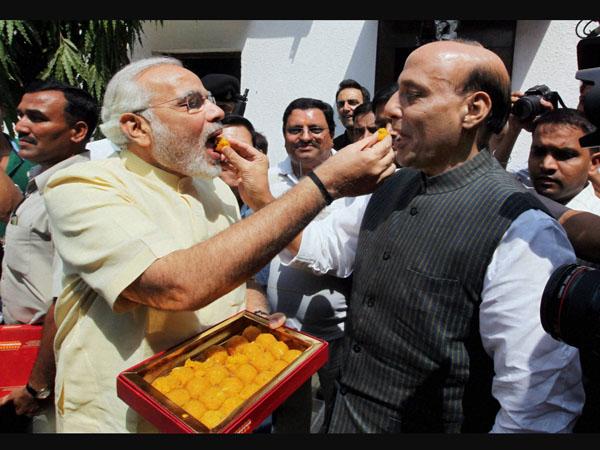 It's Modi v/s Advani time now