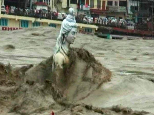 shiva-statue-flooded
