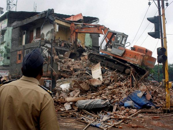Building collapses in Mumbai, 2 dead