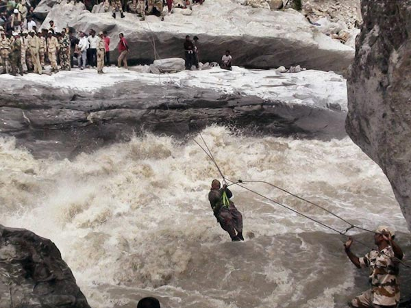 itbp-personnel-rescuing