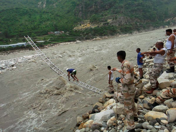 itbp-personnel-rescuing-flood-victims