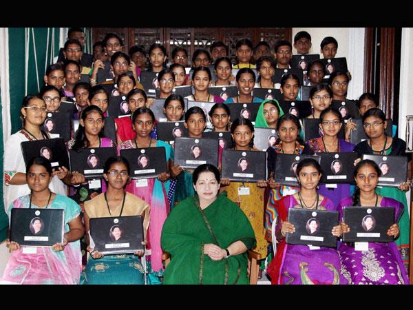 jayalalithaa-girls-laptop