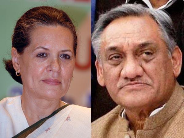 Sonia-Bahuguna smile at U'khand tragedy?