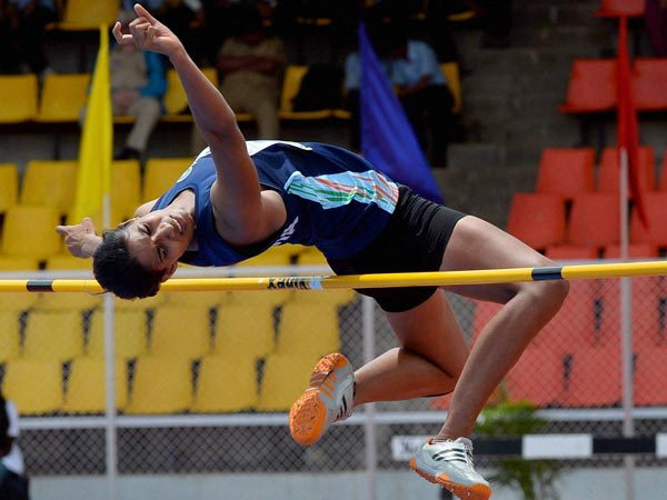 Sushmita Roy clears the bar in the Womens Hepthalon