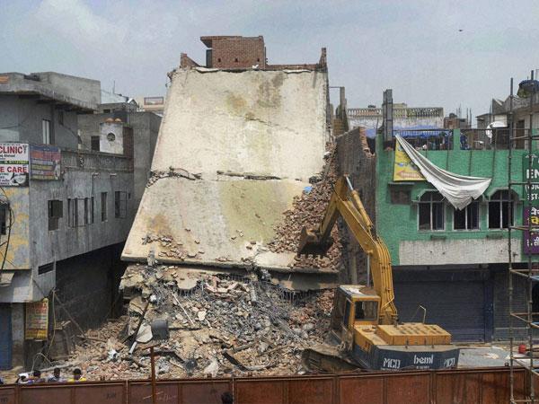 Building collapses in New Delhi, 1 dead