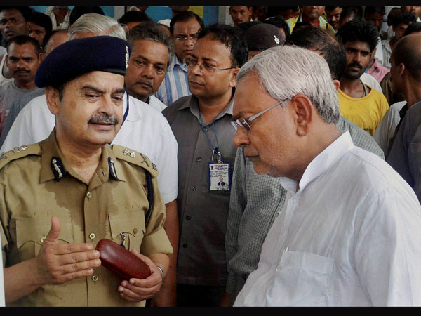Bihar DGP discussing with Bihar Chief Minister Nitish Kumar