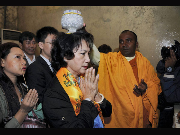 Vietnamese leader seeks blessings at Mahabodhi temple