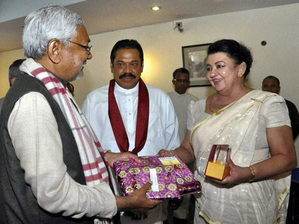 Nitish Kumar with Lankan President Mahinda Rajapaksa at Bodh Gaya