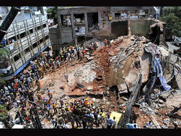 Andhra: Hotel collapses, 4 feared dead