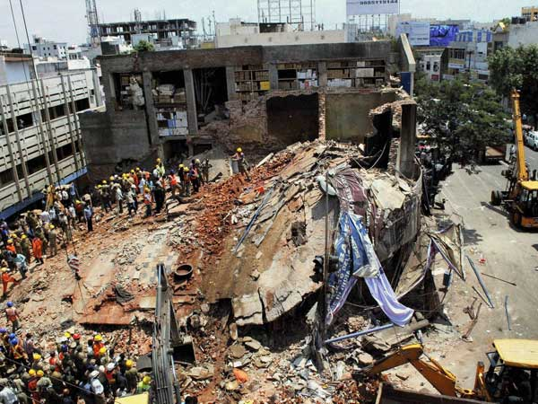 Hotel collapse: Search for survivors on