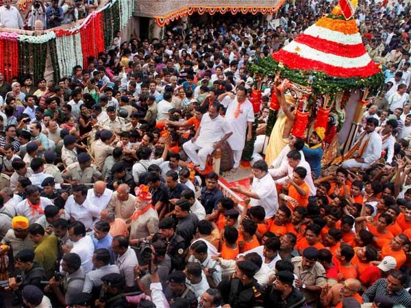 Rath yatra: Lakhs of devotees get prasad