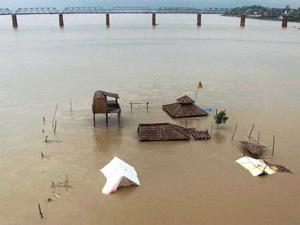 Ganga flowing close to danger mark