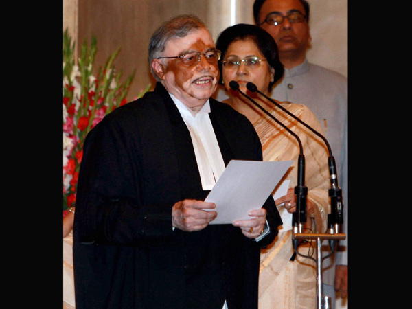 Sathasivam takes the oath of office at a ceremony