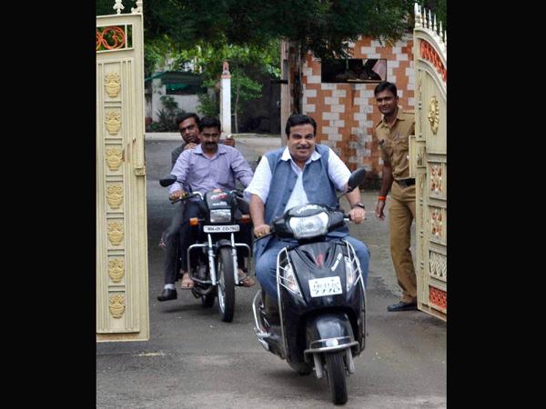 nitin-gadkari-two-wheeler