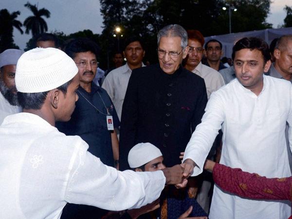akhilesh-yadav-at-iftar-party