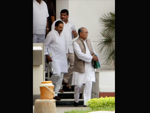 Andhra CM with Digvijay Singh in New Delhi