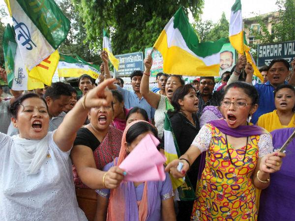 gjm-supporters-protest-new-delhi