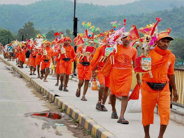 Kanwariyas go on rampage after car hits devotees