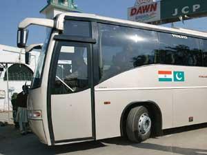 Delhi-Lahore bus halted
