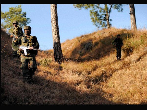 indian-soldiers-patrol