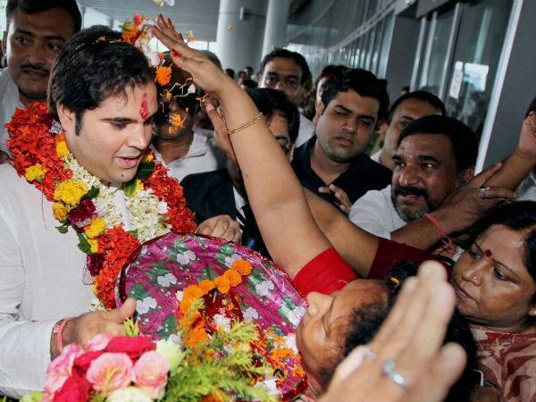 varun-gandhi-kolkata-airport