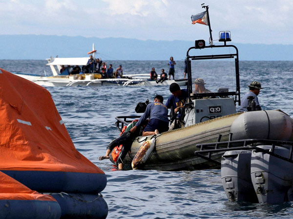 24 killed in Philippines ship collision