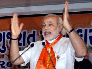 Modi slams government on falling rupee