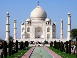 Protest at Taj Mahal over high court