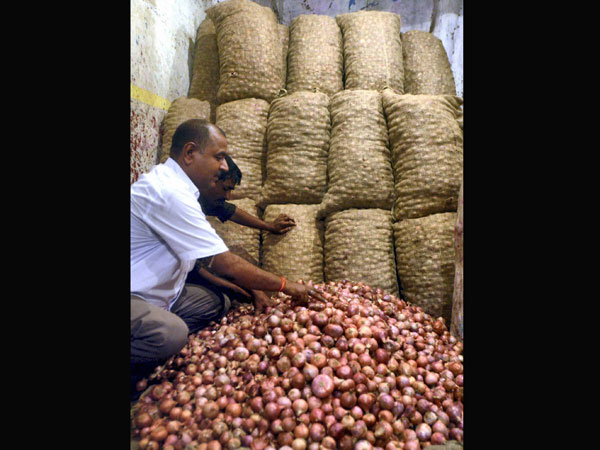 Thieves rob onion instead of money, gold