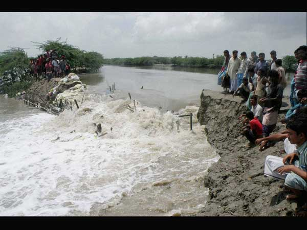 Ganga floods affect 15 villages in WB