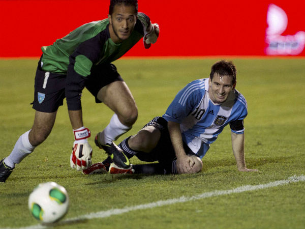 Coach waits for injured Messi to recover