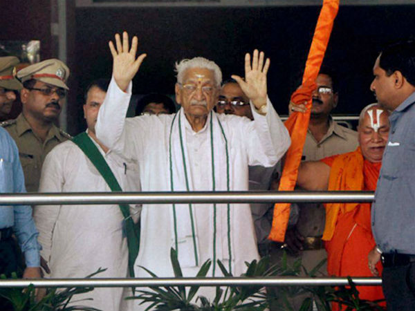 VHP prez Singhal detained at Lucknow