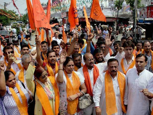 VHP, Bajrang Dal activists stage dharna