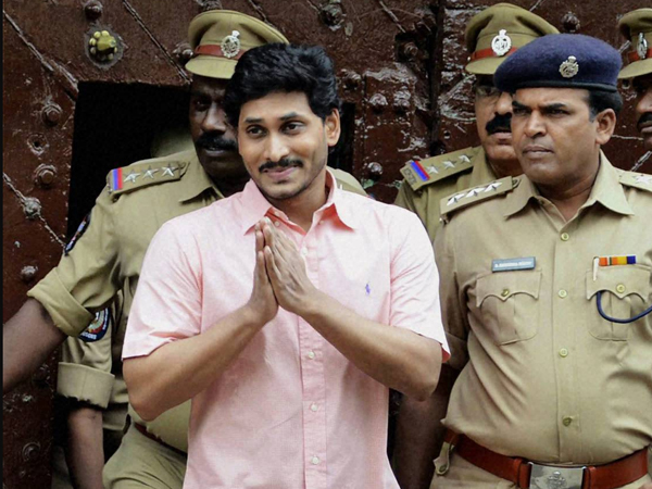 CBI questions AP minister in Jagan case