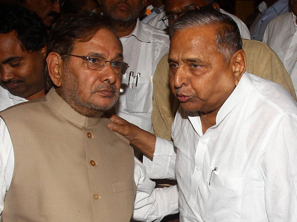JDU chief Sharad Yadav with SP chief Mulayam Singh Yadav