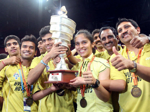 Hyderabad Hotshots players with the trophy