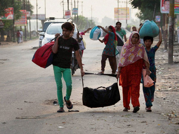 Riot: People flee from Muzaffarnagar