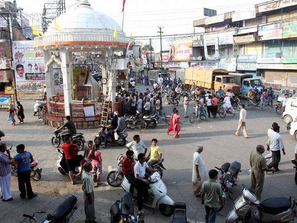 Shiv Chowk during the curfew relaxed hours