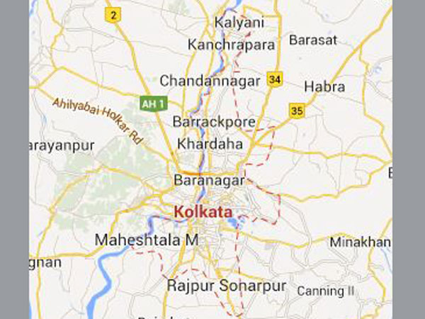 Kol: Girl jumps in front of train