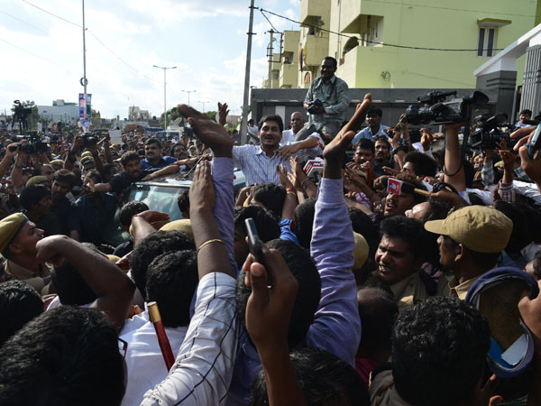 Jagan greeted by supporters outside Hyderabad Jail
