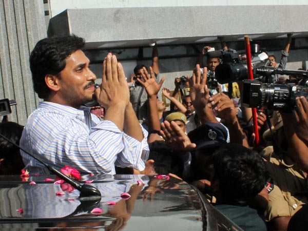Jagan amid his supporters outside Hyderabad Jail