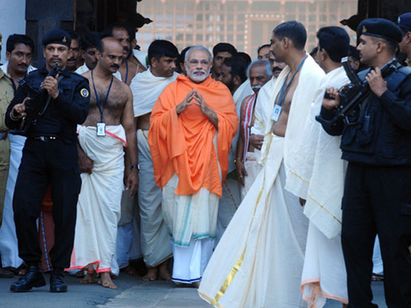 Narendra Modi Visits Sree Padmanabhaswamy Temple In Kerala