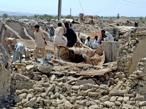 Pak death toll reaches over 350 people