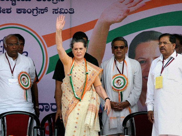 Sonia waves to Congress supporters in Mandya