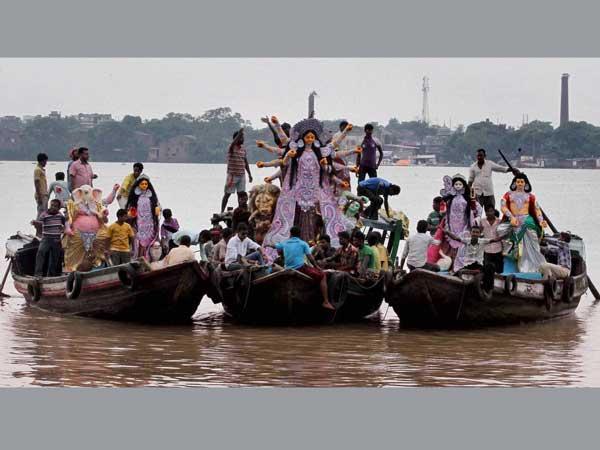 UP: Durga Puja organises threaten stir