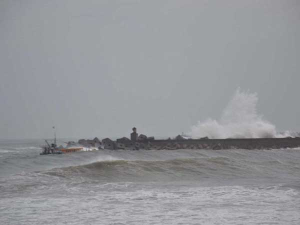 Cyclone Phailin: Crew of lost ship safe
