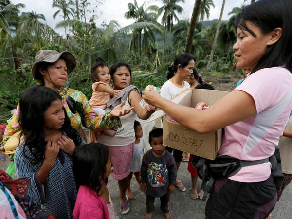 Strong quake shakes Philippines