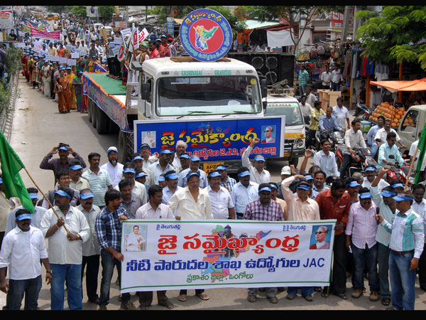 Telangana row: Strike continues...