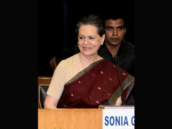 Tully: E-mail on Sonia Gandhi is false
